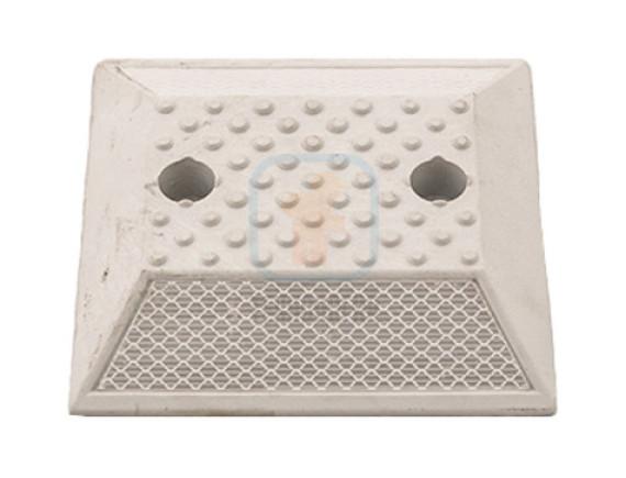 Светоотражатель дорожный КД-3 пластиковый анкерный