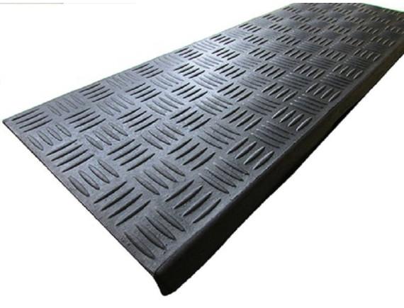 Резиновая накладка на ступеньки литая (25×75 см)
