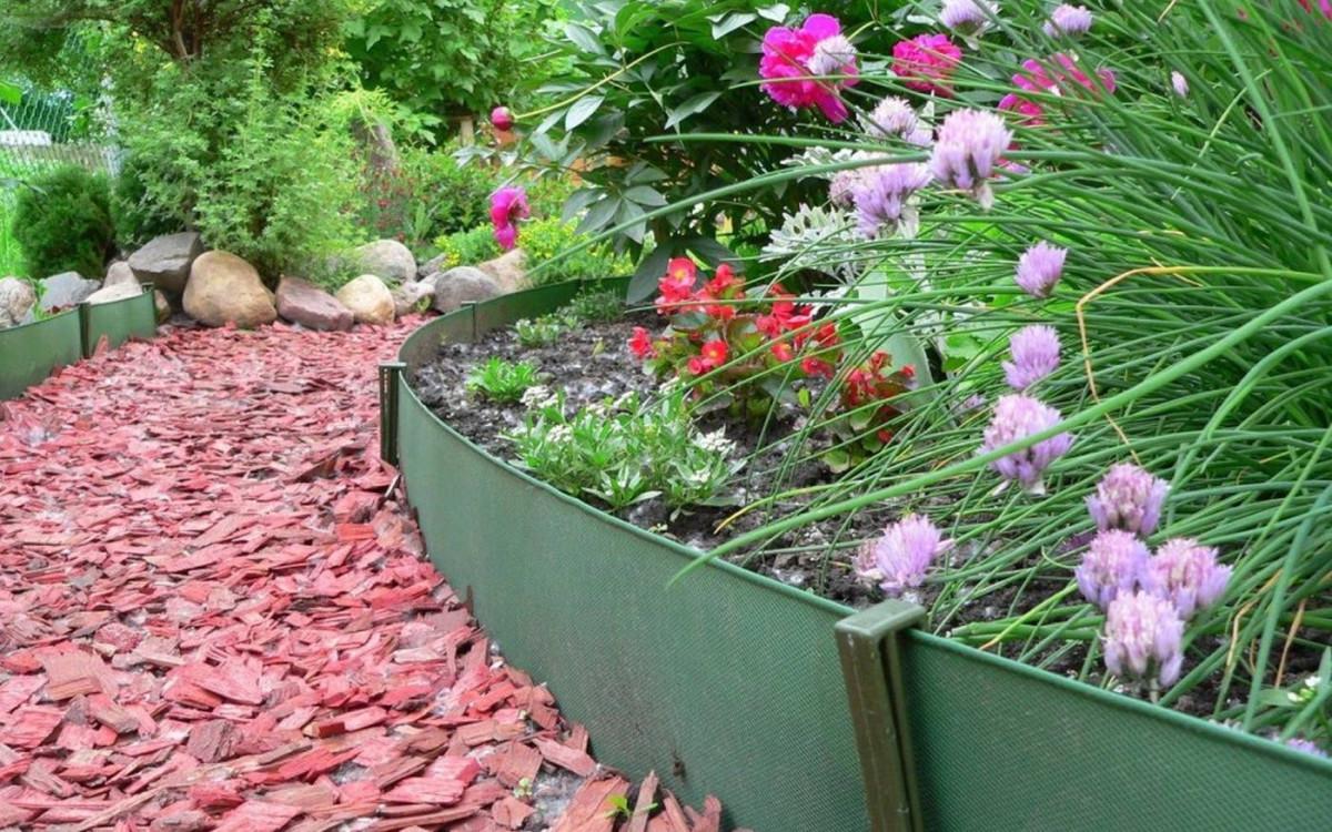 Пластиковый бордюр и лента для оформления сада