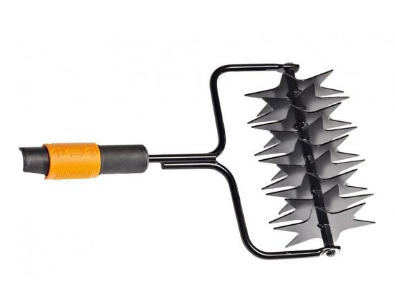 Инструмент для прокалывания газонов Fiskars QuikFit