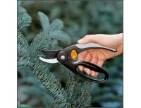 Плоскостной секатор с петлей для пальцев Fiskars PowerGear (111440)