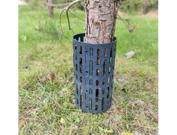 Сетка для защиты стволов деревьев от повреждения триммером